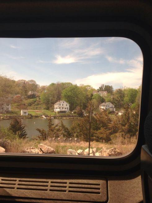 Paisagem na janela do trem