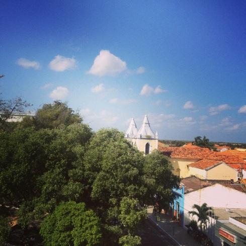 O restaurante tem uma vista bonitinha da praça da Igreja!