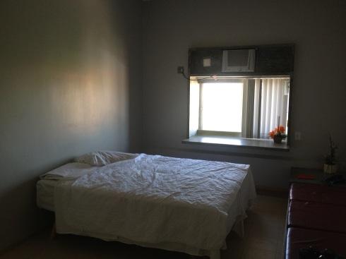 Aqui, na verdade são duas camas, que nós juntamos.