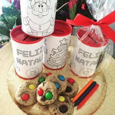 Cofre para pintura com giz de cera e cookies de M&Ms - R$15,00