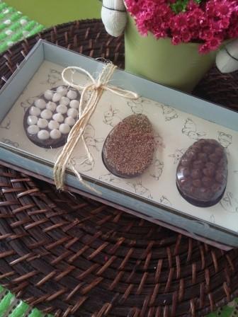 Caixa com 3 meias cascas de ovos recheados (300g) - R$ 25,00